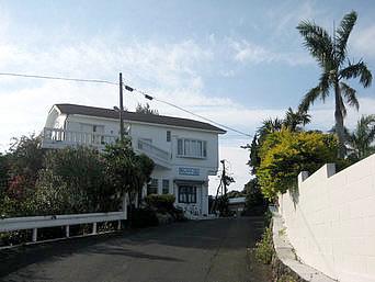 与論島のギリシャ村/ギャラリー海/海カフェ「お土産屋さんから奥に入った場所」