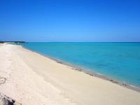 与論島の大金久海岸/百合が浜入口 - 南端のシーマンズビーチから見る
