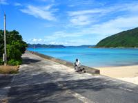 請阿室港(請島東の玄関口)