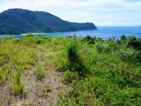 請島のヘリポート展望台 - 奥のヘリポートで通常はこちらを使うと思われます