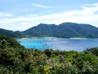 請島のヘリポート展望台 - 正面に加計呂麻島が望めます