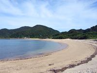 池地港のビーチ