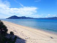 池地先のビーチ