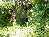 与路島の与路島派遣隊基地跡/砲台跡 - 砲台跡の崖の下にも何かある