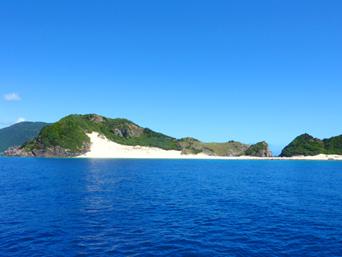 ハンミャ島のハンミャ島全景「請島と与路島の間にあります」