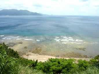 与路島のナブリュウ崎近くの浜「与路島南部の海です」