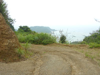 請島の石川道への後半の道 - 海を見下ろす場所が何カ所かあります