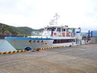 与路島の与路港/待合所 - この船で往来します