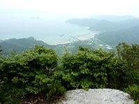 請島の大山ミヨチョン岳頂上 - 池地集落も一望できます