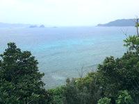 請島の計良治崎への道 - 高台から見下ろす海もなかなかです