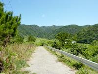 与路島の与路島の山道 - 集落へと降りていく道