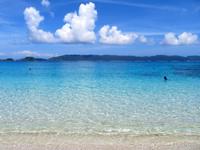 座間味島の古座間味ビーチ - ぱっと見た目、サンゴは生きてなさそう