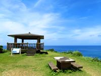 座間味島のチシ展望台 - 海の透明度は抜群です