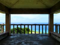 座間味島のチシ展望台 - 浅瀬の海のグラデーションはすごい!