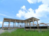 座間味島の神の浜展望台 - 展望台自体は広くてテーブルもあります