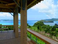 座間味島の神の浜展望台 - 阿真のビーチや無人島が一望