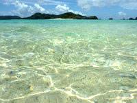 座間味島の阿真ビーチの海の色 - 透明度も高く青のグラデーションも良い