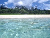 座間味島の阿真ビーチの海の色 - 海からビーチを見るとこんな感じ