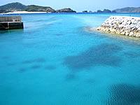 阿真ビーチの港
