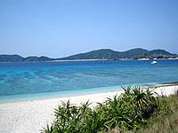 安室島近くのビーチ