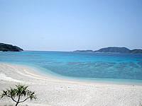 座間味島の安室島近くのビーチ - 砂浜がとってもきれいで広々しています