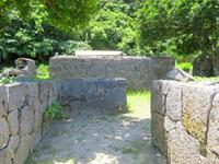 座間味島の阿佐船頭殿の石垣