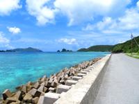 座間味島のマリリン先の海/宇論の崎 - 小さな砂浜もあります