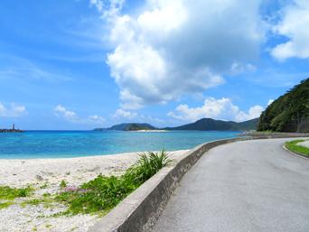 座間味島の座間味港先の海