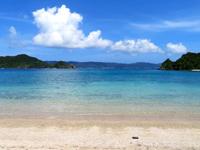 座間味島の阿護の浦のプライベートビーチ - ビーチ入口です