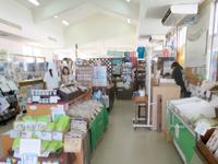 座間味島の座間味港観光案内所 - 食べ物系はいまいちかも