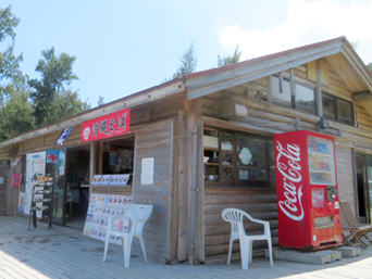 座間味島の古座間味ビーチコテージ売店/マギイ・ショップ「古座間味ビーチでお馴染みの店」