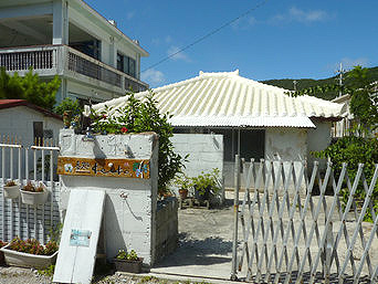 座間味島の呑処keiko「座間味集落の古座間味側にあります」