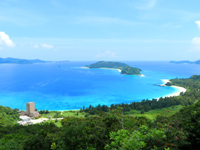 座間味島の高月山展望台 - 古座間味ビーチも一望