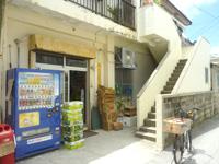 座間味島のこみね商店/レンタサイクル - 商店は脇から入ります