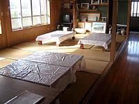 粟国島の民宿 波止場新館 - 大広間もありますが基本は使わないみたい
