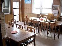 粟国島の民宿 波止場新館 - 食事は3食ここでします(テレビ有り)