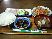 粟国島の民宿 波止場新館 - 夕食はまぁこんなものかな?
