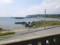 粟国島のプチホテルいさ - 部屋からは海というか港が望めます