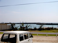 粟国島の民宿寿 - 部屋からは港が見えます