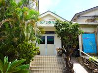 阿嘉島の自遊人の村シードルン - 入口は建物の端っこにあります
