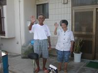 阿嘉島の民宿新城 - お母さんとお父さんが迎えてくれます。この笑顔見たさに来る人も!?