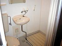 阿嘉島のゲストハウスすまいる/民宿スマイル - 室内にはシャワーユニットのみで湯船無し