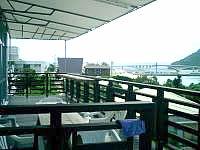 阿嘉島の民宿富里/トゥーラトゥ - 入口は2階でテラスがあります