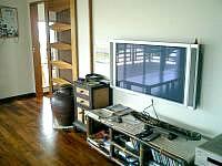 阿嘉島の民宿富里/トゥーラトゥ - プラズマテレビがある食堂・・・