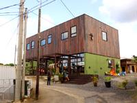 奄美大島のペンショングリーンヒル サーフ&カフェ - 隣にカフェらしき建物も完成!