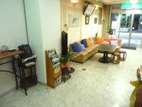 奄美大島のサンフラワーシティホテル - ロビーはやや雑多
