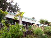 奄美大島のうふた - 道路から一段高い場所にある宿