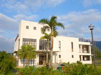 奄美大島のやけうちの宿 コテージ/きょらむん館 - きょらむん館は近代的なコンクリート造