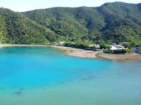 奄美大島の民宿よーりよーり - 海側に突き出す場所にある宿