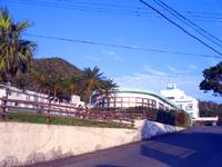 奄美大島のホテルカレッタ/奄美リゾートホテル カレッタハウス - 入口は海から離れた側にあります